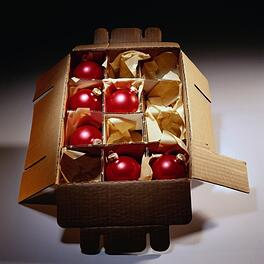 Christmas_decorations_in_box