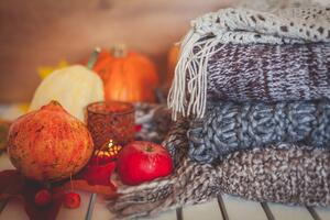 fall blankets_candle_pumpkins