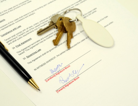 signed_lease_with_pen_and_keys